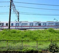 5月の青い空と電車と - のんびり街さんぽ