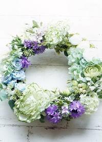 リースの季節がやって来ました - お花に囲まれて