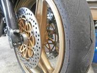 2号機 GPZ900Rニンジャ君のタイヤ交換とステップ交換+α♪ - フロントロウのGPZ900Rニンジャ旋回性向上計画!