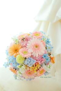 ラウンドブーケ 明治記念館様へ ガーベラのピンクとスイートピーのブーケ - 一会 ウエディングの花