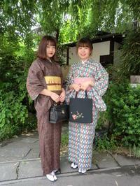 お二人さんとも個性的なレトロなお着物姿。 - 京都嵐山 着物レンタル&着付け「遊月」