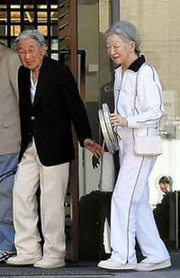 『天皇、皇后両陛、テニスを楽しむ』/ 画像比較 - 「つかさ組!」