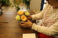 ベーシックレッスン ラウンドアレンジ 5.17 - 北赤羽花屋ソレイユの日々の花