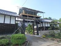 門本体部分の工事が大詰めです。 - 吉田建築計画事務所-プロジェクト-