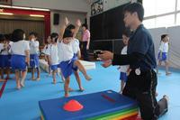 側転練習(こすもす) - 慶応幼稚園ブログ【未来の子どもたちへ ~Dream Can Do!Reality Can Do!!~】
