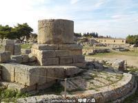 円形記念碑 古代コリントス - 日刊ギリシャ檸檬の森 古代都市を行くタイムトラベラー