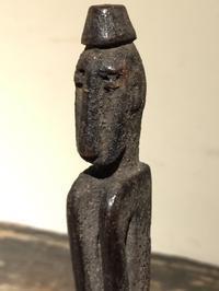 インドネシア アタウロ島 木彫像 - MANOFAR マノファー