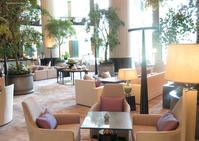 開放感が美しいシャングリラホテルのロビーにて - Tortelicious Cake Salon