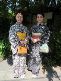 大人っぽいお着物で、香港からこられたお嬢様たち。 - 京都嵐山 着物レンタル&着付け「遊月」
