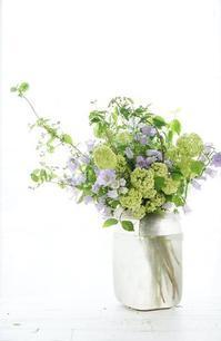 初夏の投げ入れ - お花に囲まれて