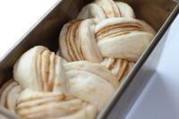 ベーコンロール&メイプルブレッド - パン・お菓子教室 「こ む ぎ」