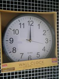 【白黒】ダイソーで見つけたモノクロの掛け時計がシンプル! - ほぼ100均で片付け収納に挑戦