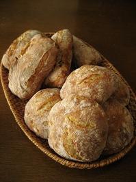 とうきびのパン、玉ねぎとカシューナッツのパン。 - slow life,bread life
