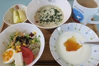 <朝食>フルグラ <お弁当>メンチカツ <夕食>さんが焼き - さとごころ