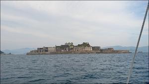 ツアーの1日目は 軍艦島~♪ - すきな ことに かこまれて