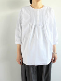 SOPHIE C-NECK QUARTER SLEEVE SHIRT - 『Bumpkins putting on airs』