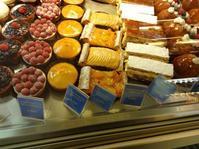 ババ 〜パリ最古のお菓子屋さんから - おやつは別腹