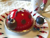 松野家六つ子の誕生日なのでイメージカラーのケーキを買ったよ♪ - CHOKOBALLCAFE
