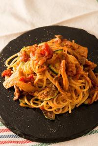ズッキーニとツナのトマトパスタ。 - なごやの東から
