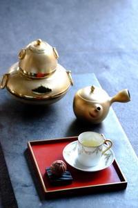金の茶釜で… - カエルのバヴァルダージュな時間