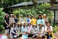 春の薔薇庭園巡りバスツアーがありました。 - 元木はるみのバラとハーブのある暮らし・Salon de Roses