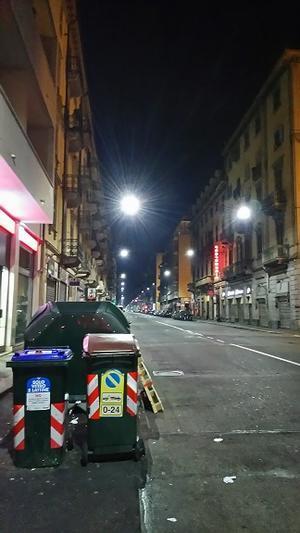 トリノ、冬の朝はかなり暗い。 - バリスタは只今シエスタ