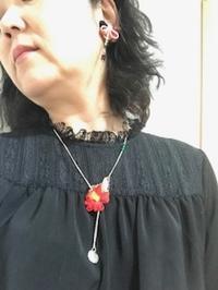 椿のネックレス - 着まわせない