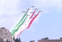 タオルミーナ・サミットの航空ショーの動画 - ありがとう