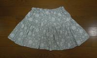 314.グレー花柄のスカート - フリルの子供服