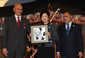 小池百合子都知事とアラビア書道 - 写真でイスラーム