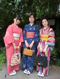 香港から来られました、お気に入りのお着物で竹林に。 - 京都嵐山 着物レンタル&着付け「遊月」