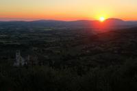 アッシジ城塞に大聖堂と日の入りを望む - ペルージャ発 なおこの絵日記 - Fotoblog da Perugia