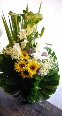 水車町3の斎場でのご葬儀にアレンジメント。2017/05/25。 - 札幌 花屋 meLL flowers