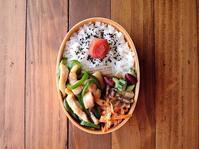 5/29(月)鶏とピーマンの塩炒め弁当 - おひとりさまの食卓plus
