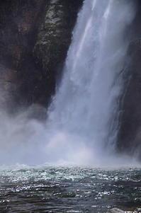 秋保大滝 怒濤の落水 - 風の香に誘われて 風景のふぉと缶