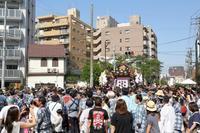 三社の掛け声は「オイサ~、オイサ~」。(台東区、浅草、三社祭の後半) - 旅プラスの日記