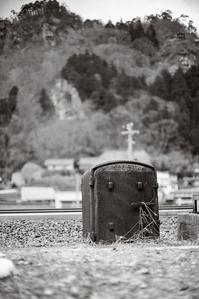 名勝史跡の麓に立つ歴史的赤錆物件 - Film&Gasoline
