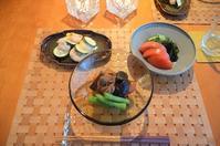 筑前煮/海老とズッキーニのチーズ焼き/きゅうりと若布の甘酢/トマト - まほろば日記