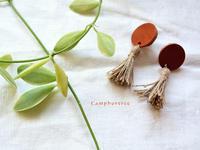  革とタッセルのピアス - Camphortreeの日常