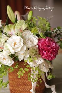 余ったお花でガーリーなアレンジメント - クローバーのデサイン工房