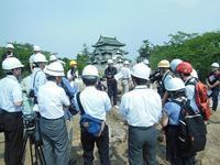 弘前城石垣解体修理に伴う検出銅器の掘り出し - 弘前感交劇場