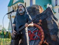 ウクライナの動物園にSlayerのTom Arayaの彫像が出現 - 帰ってきた、モンクアル?
