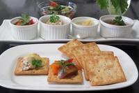 セロリのスープとカナッペ - Mme.Sacicoの東京お昼ごはん