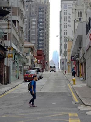 [香港画像ポッと出し] 西環の好きな風景 第三街から見るIFCビル - ONE DAY