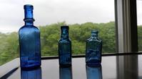 デカ神薬瓶の比較 - のんびりボトルディギング