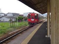 新緑の中、会津鉄道で東京に向かう - 漆器もある生活