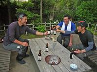 超凄腕の木こりと龍隠庵Ⅳ④乾杯は北鎌倉の恵み、お昼はカレー - 北鎌倉湧水ネットワーク