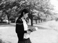 木陰で読書をする休日(7) - ポートフォリオ