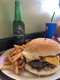 グアム「メスクラドス」ローカルに人気!なハンバーガーとBBQ - 美・食・旅のエピキュリアン