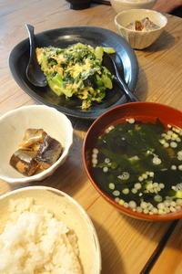 ニラとブロッコリーの玉子とじ 〜休日ランチ - 週末は晴れても、雨でも